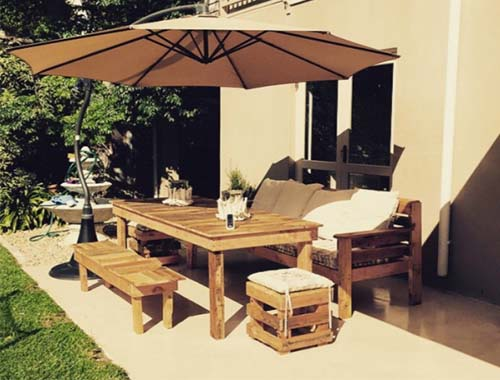 Table set with daybed and cube